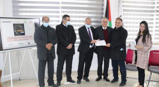 "Palestine Polytechnic University (PPU) - رئيس بلدية الخليل  يكرّم ""فريق البوليتكنك"" الفائز  بمسابقة ""HEMAHACK2020"" للأفكار الريادية"